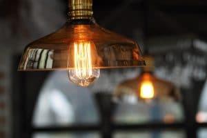 Lampy stojące - rodzaj klosza a ostateczny styl oświetlenia podłogowego