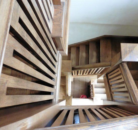 Dlaczego schody wykonane z drewna to dobry wybór?