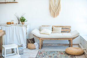 Rustykalizm we wnętrzu – jak wyczarować ten styl w mieszkaniu